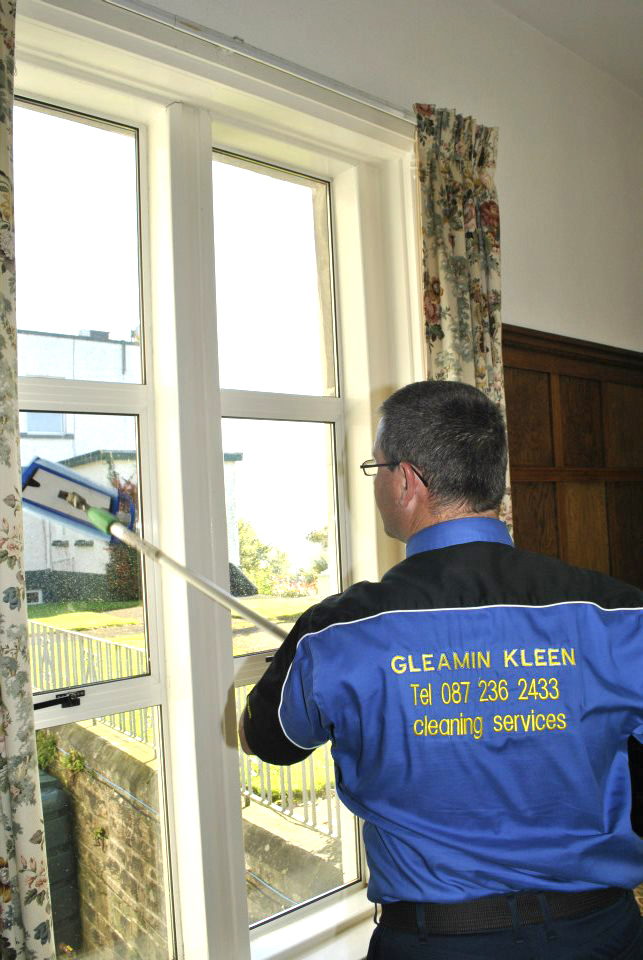 Alan Cleaning window